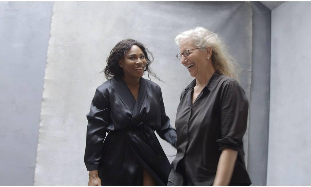 Serena e Annie Leibovitz, que fotografou todo o calendário Divulgação / Pirelli