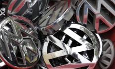 Logos da VW em caixas em depósito de Berlim Foto: AP