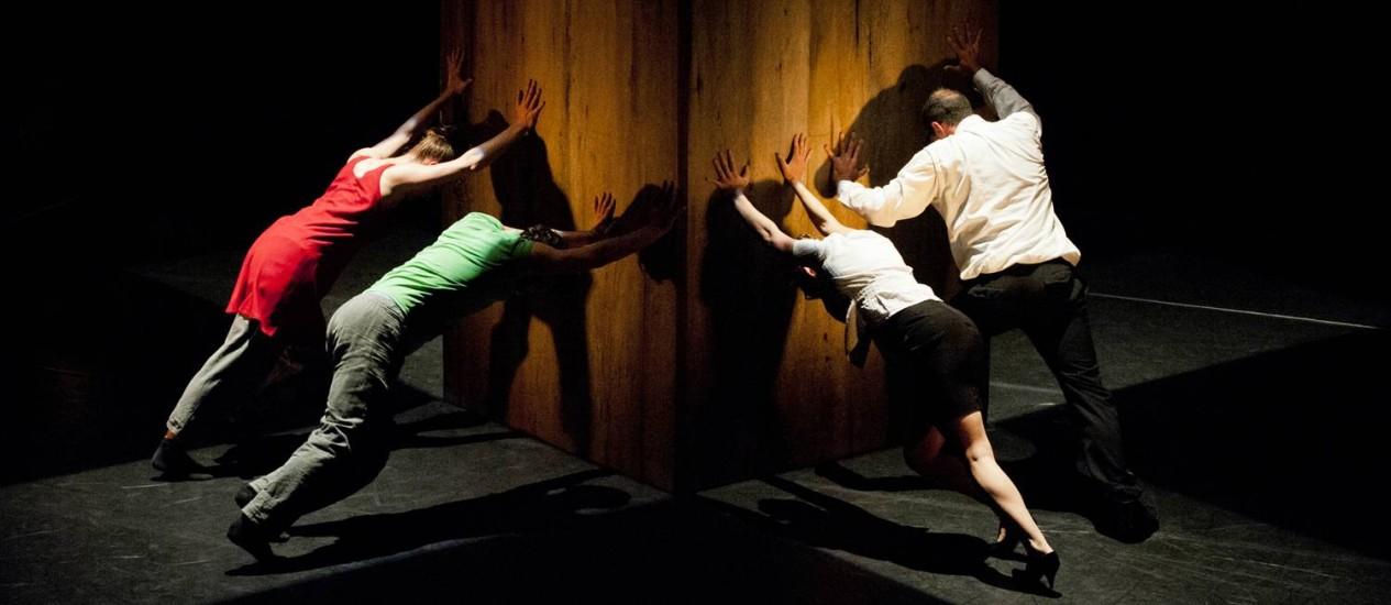 """""""Bounce!"""". Criação dos franceses da Cie. Arcosm, a peça abre o FIL hoje à noite Foto: Divulgação/Carolyn Carlson"""