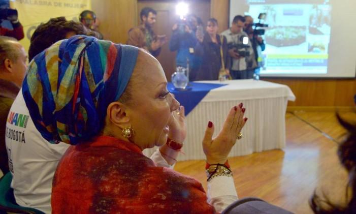 Ex-senadora Piedad Córdoba comemora anúncio em Havana Foto: DIANA SANCHEZ / AFP