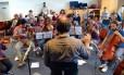 Futuro. Músicos da Orquestra Filarmônica Síria do Exílio ensaiam em Bremen, na Alemanha: primeira apresentação com casa lotada