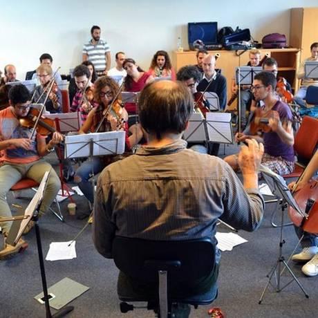 Futuro. Músicos da Orquestra Filarmônica Síria do Exílio ensaiam em Bremen, na Alemanha: primeira apresentação com casa lotada Foto: Divulgação