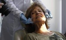 Equipe de especialistas avalia o paciente antes de definir o que será feito Foto: Pedro Teixeira / Agência O Globo