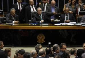 Eduardo Cunha diz que vai responder aos questionamentos do PT sobre rito do impeachment também no planário Foto: Ailton de Freitas / Agência O Globo