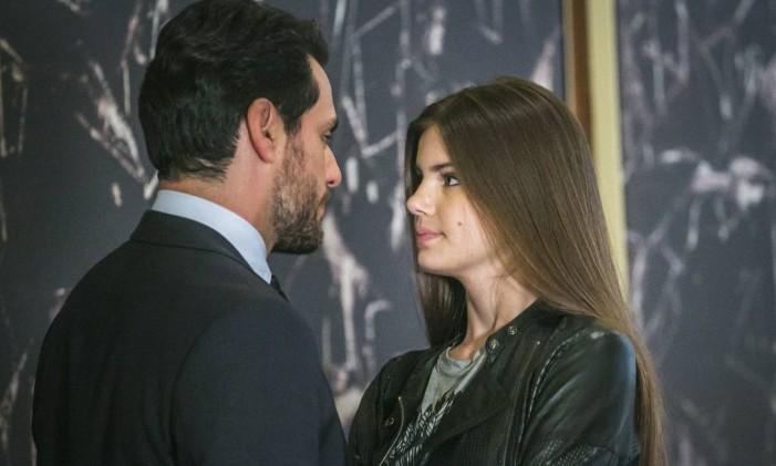 Alex (Rodrigo Lombardi) e Angel (Camila Queiroz) Foto: Paulo Belote / TV Globo