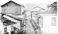 Foto tirada entre 1875 e 1880 pelo alemão Guilherme Liebenau mostra a Rua Tiradentes, em Ouro Preto. A imagem foi roubada da Biblioteca Nacional em 2005, durante greve dos servidores do Ministério da Cultura Foto: Fernando Quevedo / Reprodução de Fernando Quevedo/20.07.2005