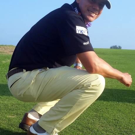 Há 15 anos sem competir no Brasil, Adilson da Silva posa no campo de golfe dos Jogos Olímpicos do Rio Foto: Divulgação