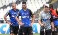 Leandrão, Luan e o técnico Jorginho em São Januário