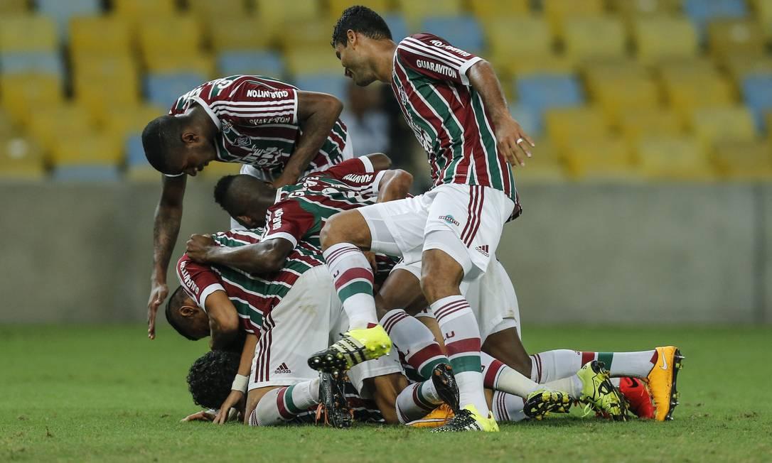 Scarpa comemora com os companheiros ao fazer um golaço no Maracanã Alexandre Cassiano