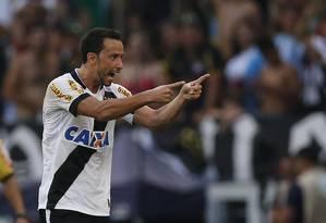 Nenê comemora o segundo gol do Vasco Foto: Alexandre Cassiano