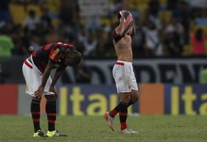 Abatimento dos jogadores do Flamengo na derrota para o Vasco Foto: Alexandre Cassiano