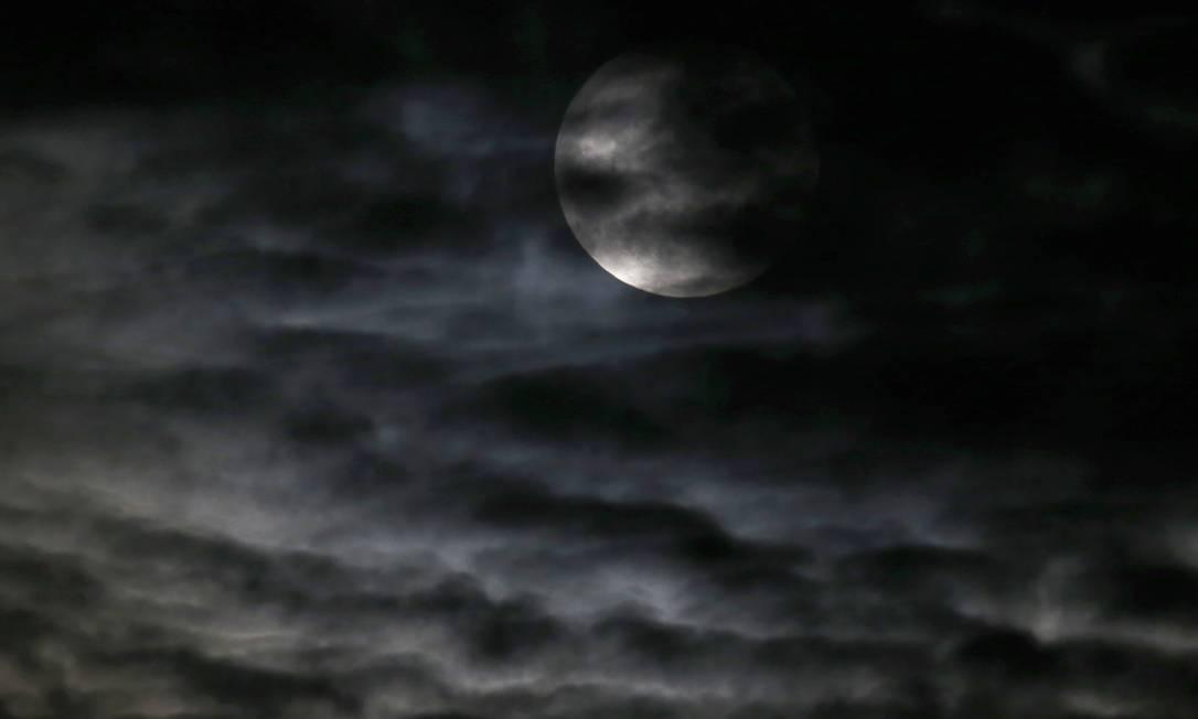 Em Chicago, nos EUA, nuvens encobrem o espetáculo Charles Rex Arbogast / AP
