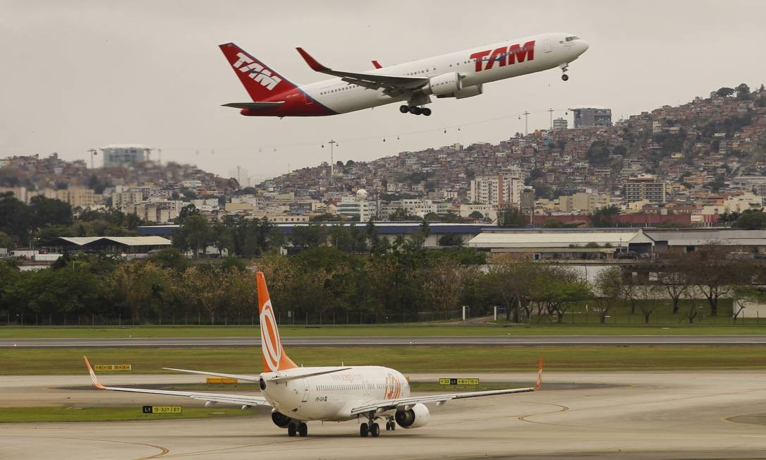 Sites e aplicativos encontram passagens aéreas mais baratas
