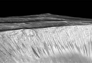 Marcas deixadas pela água na superfície de Marte Foto: NASA