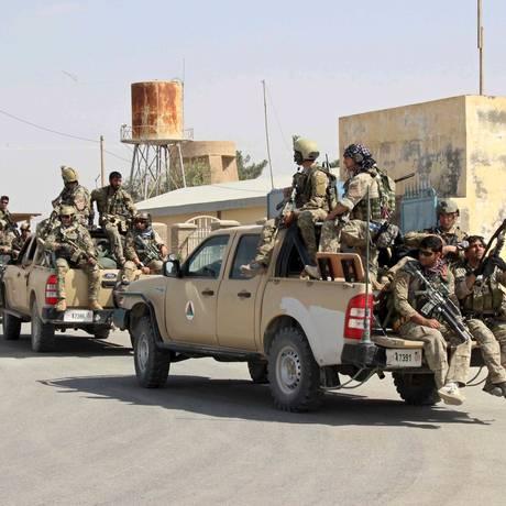 Forças afegãs chegam a Kunduz para reforçar ofensiva contra rebeldes talibãs que tomaram a cidade na segunda-feira Foto: STRINGER/AFGHANISTAN / REUTERS