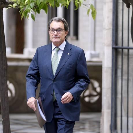 Mas também enfrenta as acusações preliminares de usurpação de funções e má utilização dos dinheiro público Foto: STRINGER/SPAIN / REUTERS