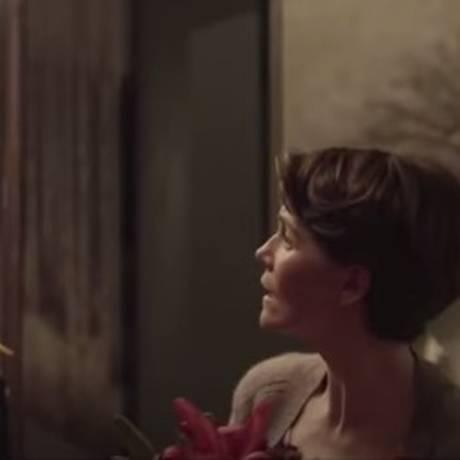 No filme Nagore Aranburu vive Ane uma mulher cuja relação com o marido está em crise e passa a receber flores de um desconhecido Foto: Reprodução/Youtube
