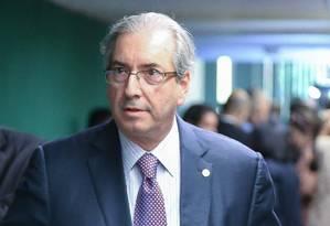 Eduardo Cunha, presidente da Câmara, chega para entrevista coletiva no salão verde sobre a pauta da casa Foto: André Coelho / Agência O Globo