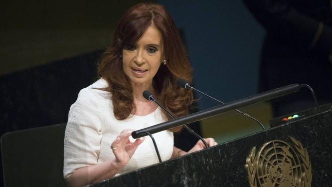 Na Assembleia Geral, Cristina defendeu esclarecimentos ao caso Foto: CARLO ALLEGRI / REUTERS