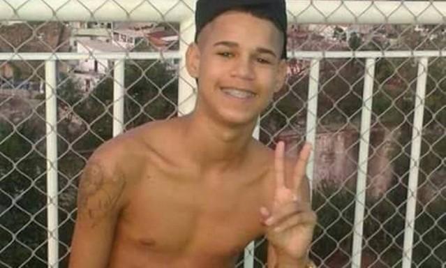 Eduardo, de 17 anos, teria se rendido antes de ser morto