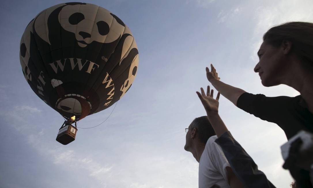 Decolagem de um participante do festival de balonismo em Israel BAZ RATNER / REUTERS