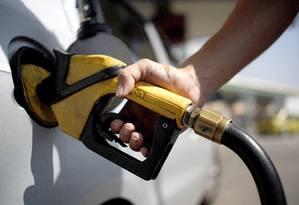 Vendas de gasolina C (na bomba, já com a adição de etanol anidro) caíram 11,2% em agosto em relação ao mesmo mês do ano passado e já acumulam recuo de 5,9% nos primeiros oito meses do ano Foto: Gustavo Stephan / Agência O Globo