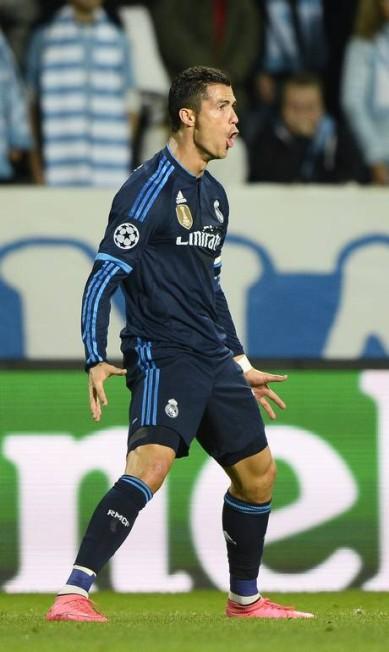 Cristiano Ronaldo comemora o seu gol de número 500 na carreira ANDERS WIKLUND / AFP