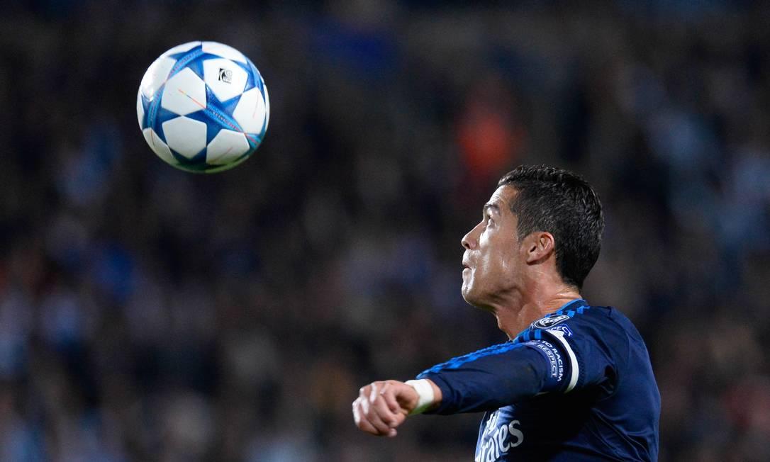 Com os dois gols feitos nesta quarta, Cristiano Ronaldo chegou aos 323 pelo Real, igualando-se a Raúl JONATHAN NACKSTRAND / AFP