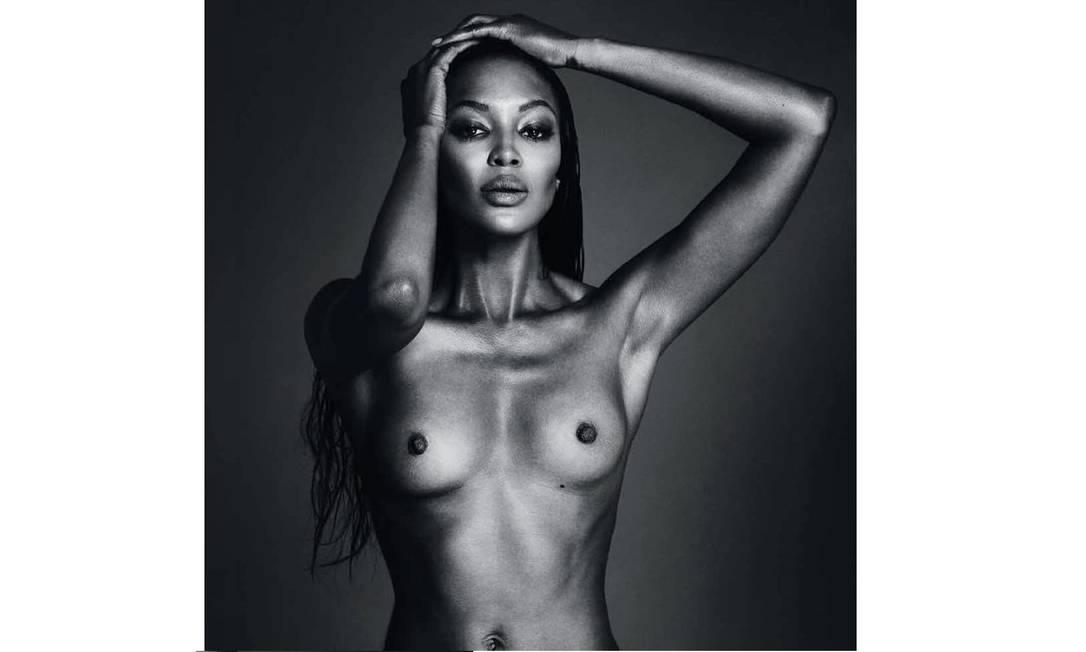 Recentemente, Naomi Campbell driblou a censura do Instagram, e conseguiu deixar uma foto nua durante 17 horas no ar Instagram