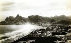 Imagem das praias de Ipanema e Leblon, em cartão posta da primeira década do século XX Foto: Divulgação/Cassará Editora/Coleção CBG