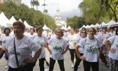 Nas praças. Comemorações pelos 36 anos da Drogaria Venancio, que reuniram centenas de pessoas em espaços como o Largo do Machado Foto: Reginaldo Pimenta / Agência O Globo