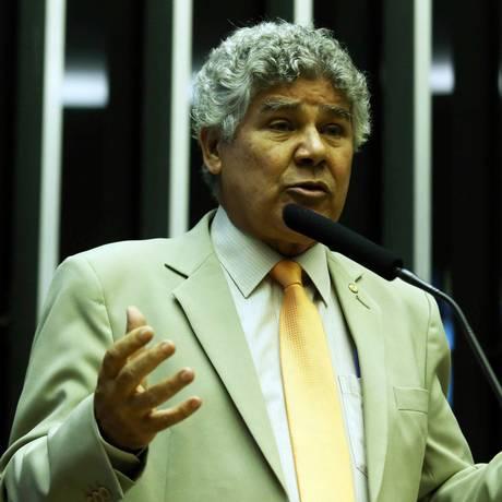 O deputado Chico Alencar (PSOL-RJ) cobra expilicação de presidente da Câmara, Eduardo Cunha Foto: Jorge William / Agência O Globo