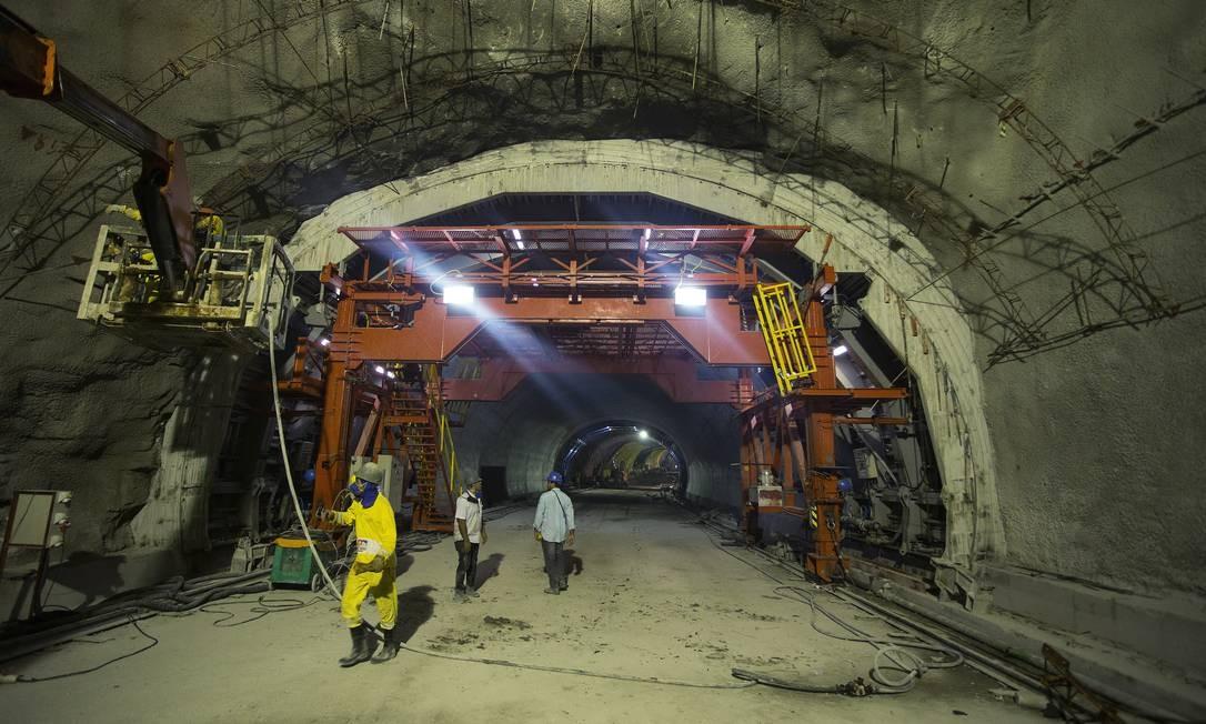 O túnel faz parte do novo eixo viário que vai ligar o Aterro do Flamengo aos acessos à Avenida Brasil e à Ponte Rio-Niterói, em substituição ao Elevado da Perimetral Foto: Antônio Scorza / Agência O Globo