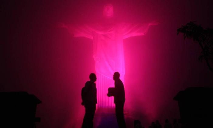 Cristo Redentor será iluminado mais uma vez, este ano no dia 5 de outubro Foto: Marcelo Carnaval/ 28-10-2008 / Agência O Globo