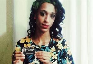 Erika Santos Silva, de 22 anos, conquista vale-transporte escolar que traz seu nome social Foto: Reprodução/Change.org