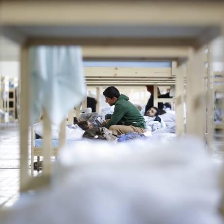 Imigrantes repousam em abrigo temporário na Alemanha Foto: Markus Schreiber / AP