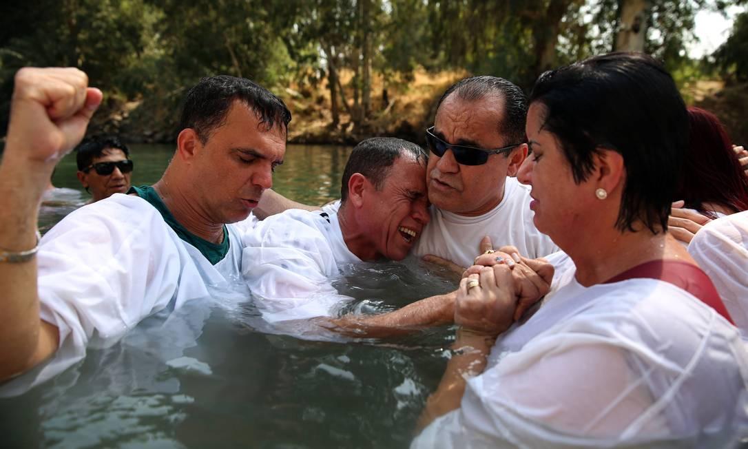 Apesar do custo elevado os peregrinos não desistem da viagem que combina turismo e adoração GALI TIBBON / AFP