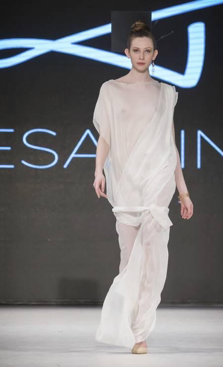 Teresa Lindsay levou a transparência para a sua coleção couture Foto: Divulgação