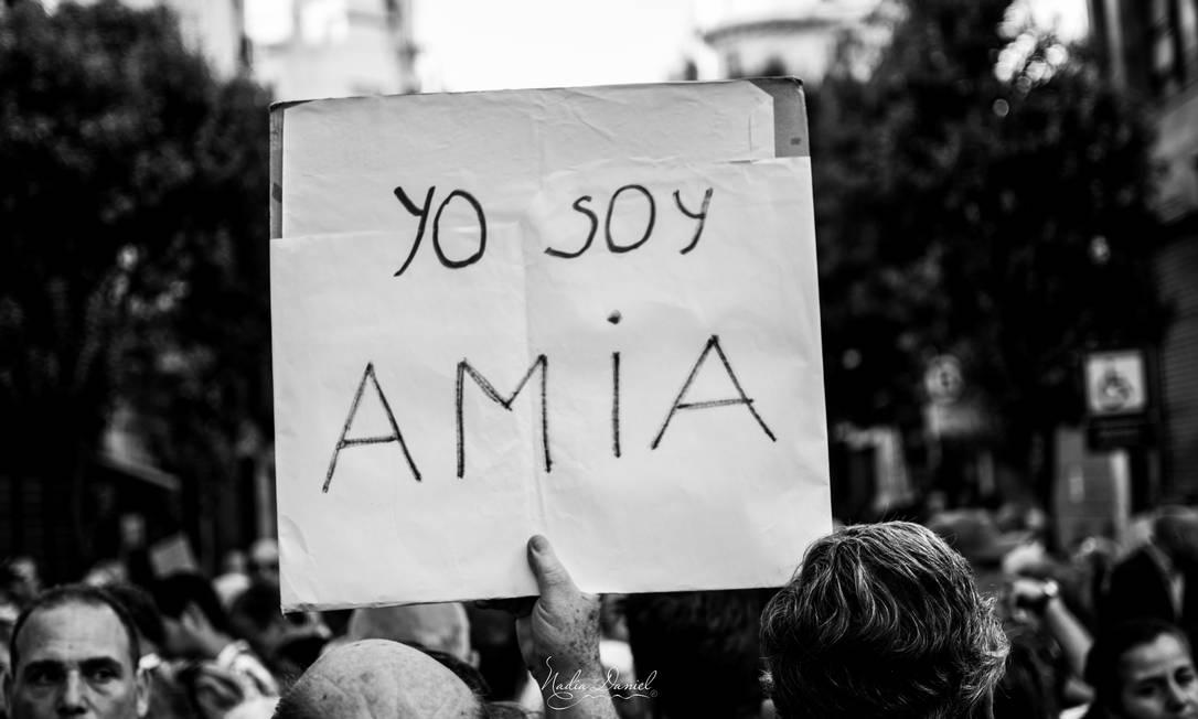 Protesto contra os ataques que deixaram 85 mortos em centro israelita argentino, em 1994 Foto: / Arquivo