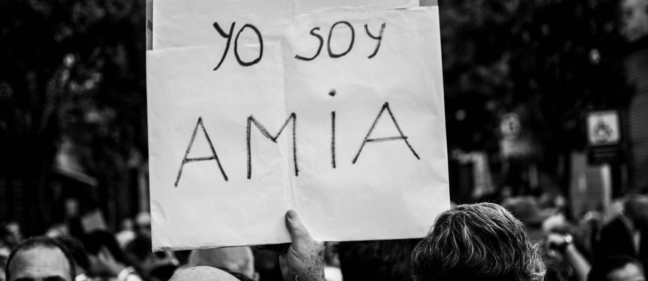 Protesto contra os ataques que deixaram 85 mortos em centro israelita argentino, em 1994 Foto: Arquivo