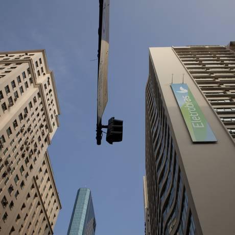À venda. Sede da Eletrobras no Rio: estatal estuda ativos para reduzir Foto: Nadia Sussman / Bloomberg