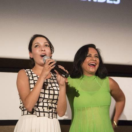 A diretora Anita Rocha da Silveira e a produtora Vania Catani apresentam o filme 'Mate-me por favor' Foto: Fabio Seixo / Agência O Globo