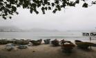 As embarcações nas areias de Copacabana Foto: Carlos Ivan / Agência O Globo