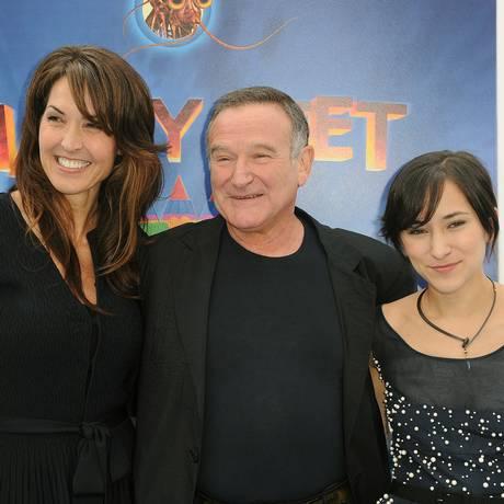 Em foto de 2011, o ator posou entre Susan (à esquerda) e a filha Zelda Foto: Katy Winn / AP