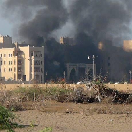 O hotel al-Qasr, em Áden, no Iêmen, foi alvo de uma explosão Foto: SALEH AL-OBEIDI / AFP