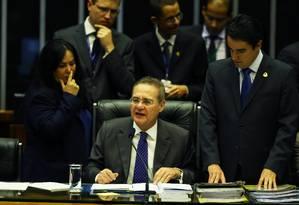 O presidente do Senado federal, Renan Calheiros, preside a sessão do Congresso Nacional Foto: Jorge William / Agência O Globo
