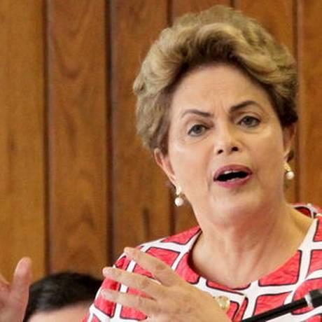 A presidente Dilma Rousseff na cerimônia de sanção da Lei de Simplificação de Atividades Econômicas do DF e assinatura do decreto que beneficia pequenos empreendedores nas contratações do governo Foto: Ailton de Freitas