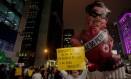 Boneco da presidente Dilma Rousseff foi inflado na Avenida Paulista em protesto pela reprovação das contas da presidente no TCU Foto: Pedro Kirilos / Agência O Globo
