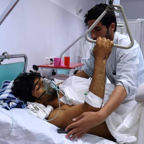 MSF improvisou atendimento aos próprios funcionários atingidos Foto: WAKIL KOHSAR / AFP