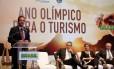 """O prefeito Eduardo Paes no lançamento do """"Ano Olímpico para o Turismo"""", ao lado do ministro do Turismo, Henrique Eduardo Alves, da presidente Dilma Rousseff e do vice-presidente Michel Temer"""